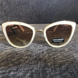 Steve Madden White Pearl Color Sunglasses